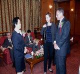 华谊集团副总裁沈丽萍女士在东方电视台贵宾厅与拜耳大中华区董事长戴慕博士交流